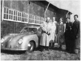 70 AÑOS DE ENTREGA DE AUTOS PORSCHE EN LA FÁBRICA DE STUTTGART-ZUFFENHAUSEN